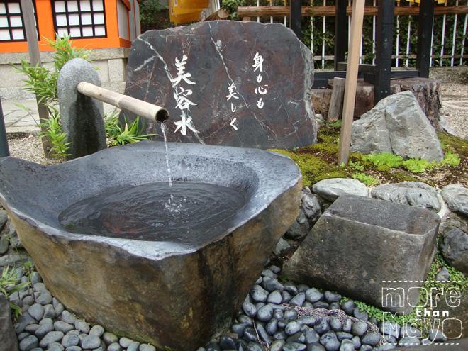 Fonteintje bij een heiligdom