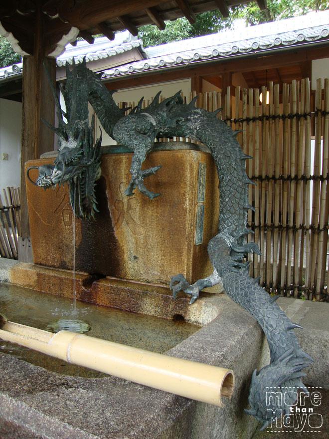 Fontein met draak
