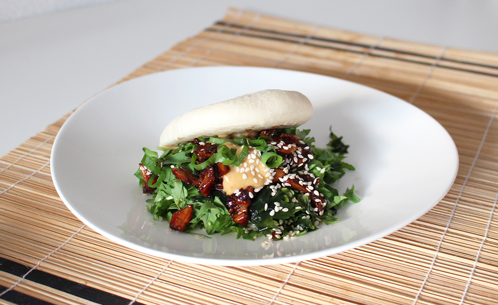 Recipe: steam buns with soy chicken and miso mayo www.morethanmayo.com/recipe-steambuns…chcken-miso-mayo | Recipe and image: More than Mayo foodconcepts