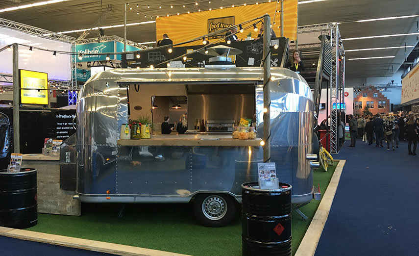 Eating out: trends 'concious' and 'experience' visible in hospitality industry (horeca) - www.morethanmayocom/trend-bewust-beleving-horeca | Image: airstream foodtruck - credits: More than Mayo foodconcepts