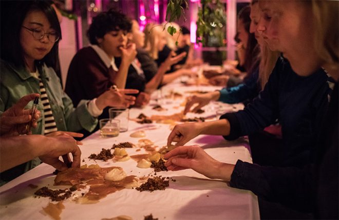 Experience review: A la mano food experience - www.morethanmayo.com/a-la-mano-food-experience | image: dessert on the table - copyright: Anisa Xhomaqi, source: mediamatic.net