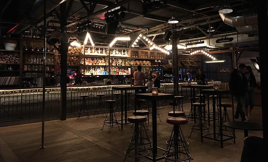 Experience review: Blacksmoke Rotterdam | www.morethanmayo.com/blacksmoke-rotterdam | Image: Blacksmoke bar, credits: More than Mayo